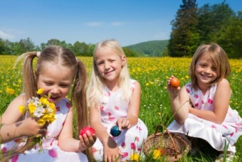 easter-egg-hunt-girls