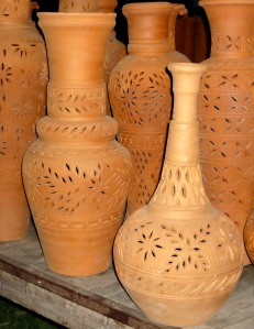 Clay_pots_in_punjab_pakistan-2